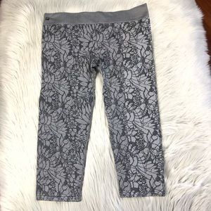 FABLETICS | Cropped Black & Gray Workout Leggings